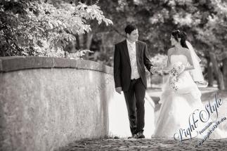 H18L0106 103 - After Wedding Shooting Teil 2 - outdoor, hochzeitsfotos, allgemein, afterwedding, abseits-des-alltags - Hochzeitsfotos, Geschenke, Frauen, Draußen, After wedding