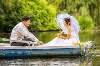 H18L0106 485 - After Wedding Shooting Teil 2 - outdoor, hochzeitsfotos, allgemein, afterwedding, abseits-des-alltags - Hochzeitsfotos, Geschenke, Frauen, Draußen, After wedding
