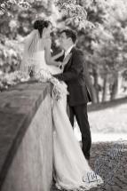 H18L0106 77 - After Wedding Shooting Teil 2 - outdoor, hochzeitsfotos, allgemein, afterwedding, abseits-des-alltags - Hochzeitsfotos, Geschenke, Frauen, Draußen, After wedding