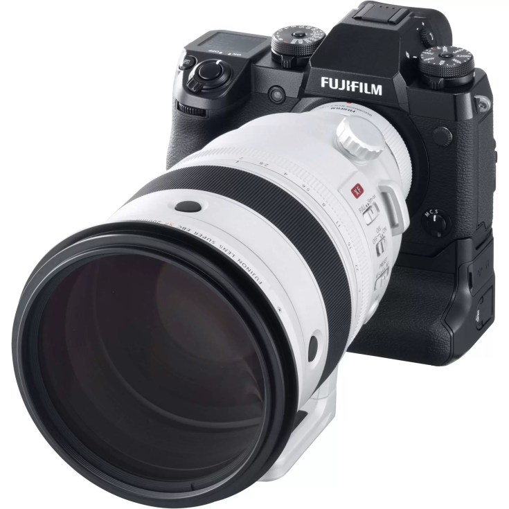 fuji-xf-200mm-f2-ois-on-xh1-body