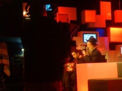 """שולי מבצע את """"המשורר"""" לייב באולפני מימד"""