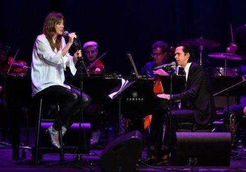בת' אורטון וניק קייב מופיעים באירוע של הבמאי דיוויד לינץ'