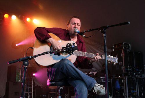 ברט יאנש בהופעה בגרין מן פסטיבל. צילום: ויקיפדיה