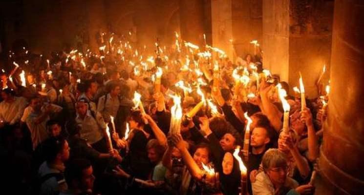 نور الأنوار المقدس يضيئ قلوب كل المؤمنين - سبت النور من كنيسة القيامة