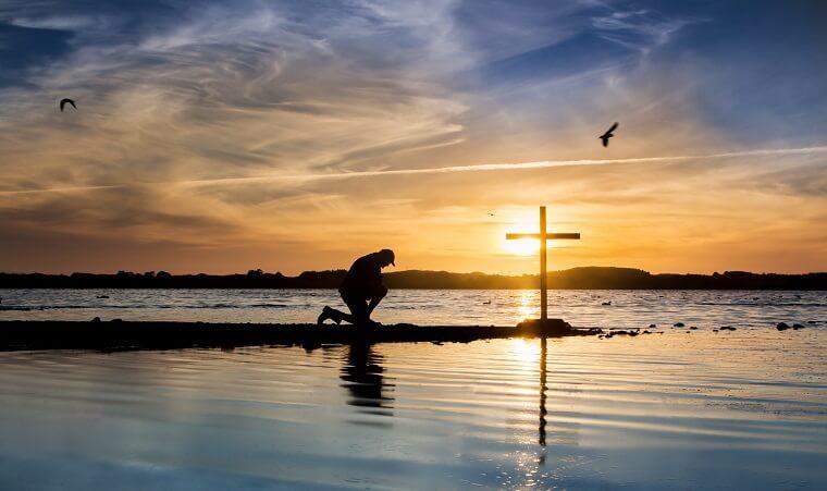صلاة تحت الصليب المقدس لطرد كل أنواع الشرور