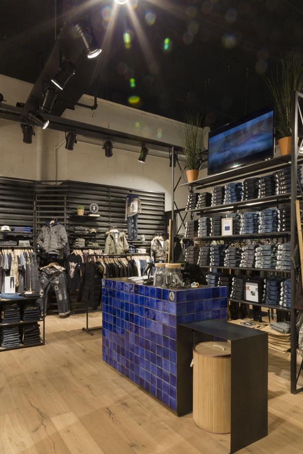 mode-homme-femme-retail-luminaire-economique