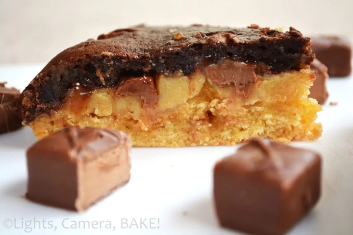 Mars Bar Pie. Ooey, gooey caramel chocolate pie packed full of mars bars! This is one of my all time favourites! #marsbarpie #pierecipe #chocolate