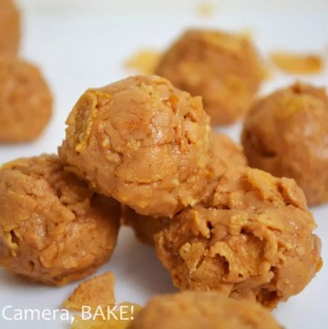 These Peanut Butter Clusters are a simple, five minute, no bake treat with only four ingredients that are perfect as a quick grab-and-go snack, lunch boxes or dessert! Click the photo for the #recipe . #peanutbutter #nobake