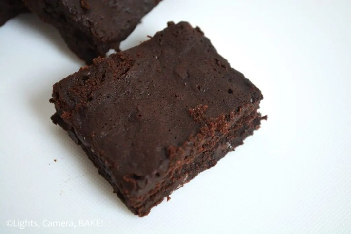 Egg White Brownies.... Soft, fudgy, chewy, gooey, rich and packed full of chocolate chips. They're also flourless! #eggwhitebrownies #flourlessbrownies #fudgyflourlessbrownies