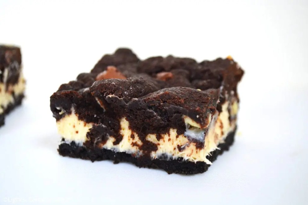 These Chocolate Cookie Cheesecake Bars are an Oreo base with a creamy cheesecake middle finished with a chewy and soft chocolate cookie top. #oreocheesecake #chocolatecookie #cookiecheesecake