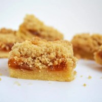 Apricot Shortbread Crumble Slice