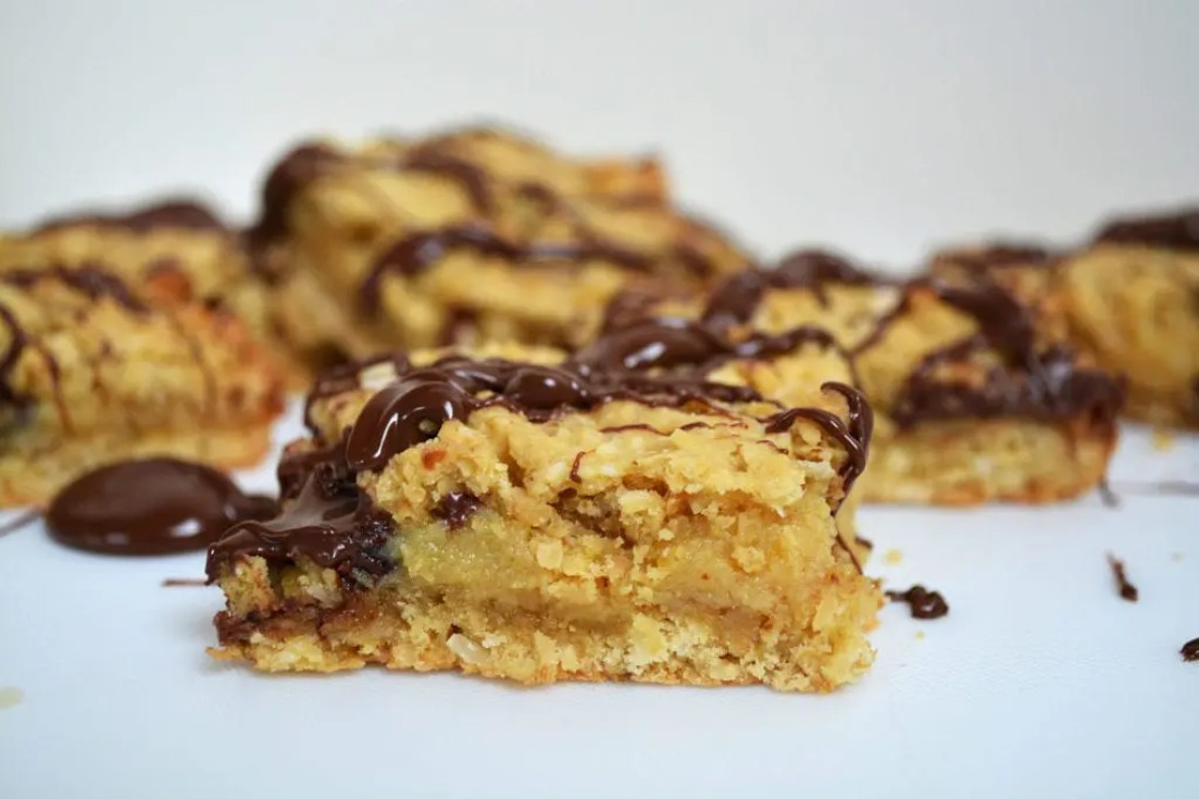 Nutella Caramel Oat Slice takes the average oat slice to the next level. Crunchy and rich oat slice bottom and top with a rich buttery caramel middle and generous spoonfuls of Nutella dotted throughout.