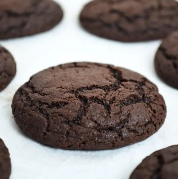 Mocha Cookies are soft and chewy cookies, rich with chocolate with a strong hit of coffee. These cookies are irresistibly smooth and taste just like the perfect mochaccino!