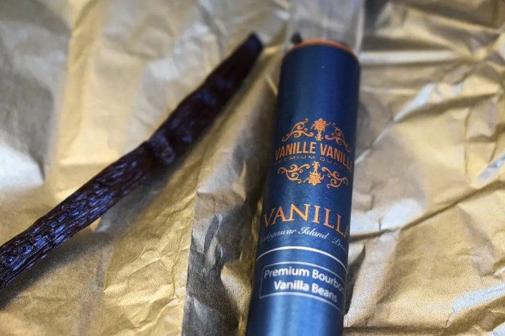 Vanille Vanille vanilla beans. Premium vanilla beans and when you use the code Emma10 at the checkout you receive a 10% discount! #vanillevanille #vanillabeans #vanillabeanblondies #brownedbutterblondies