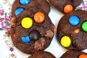 M&M Chocolate Cookies are a soft and chewy chocolate cookies packed full of M&Ms and plenty of chocolate chunks! #mandmcookies #chocolatecookies #chocolatemandmcookies #m&mcookies #m&mchocolatecookies #chocolatechunkcookies