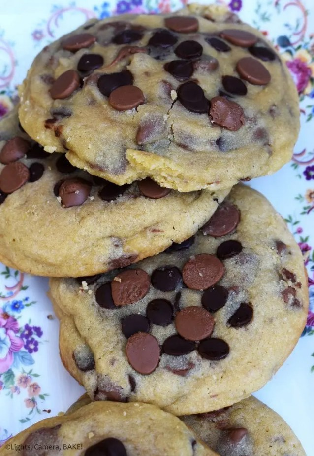 Bakery Style Chocolate Chip Cookies are extra large, extra thick and extra soft and chewy chocolate chip cookies! Just like the big, thick and chewy bakery chocolate chip cookies. #bakerystylecookies #chocolatechipcookies #bakerycookies #bakerychocoatechipcookies #bakerystylechocolatechipcookies #largecookies #extralargecookies