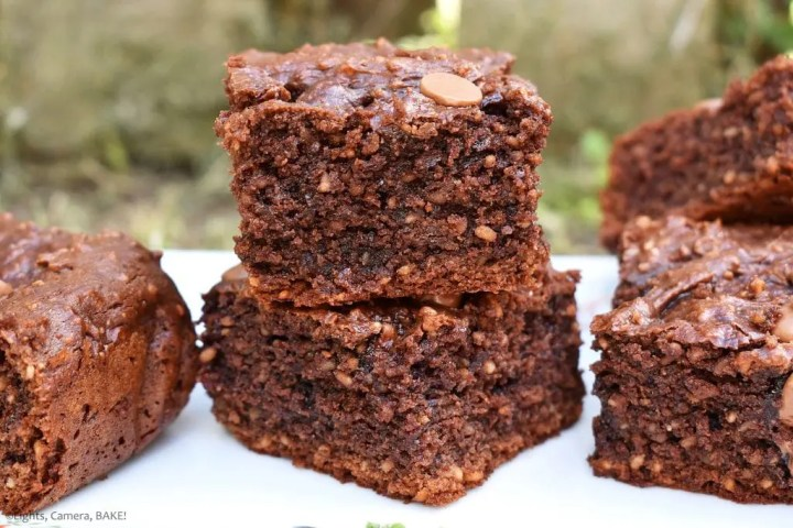 Healthy Peanut Butter Chocolate Brownies are gluten free, refined sugar free, dairy free and can be made vegan. They are fudgy, gooey and do not taste healthy in the slightest. #healthybrownies #peanutbutterbrownies #healthypeanutbutterbrownies #veganbrownies #fudgyhealthybrownies #dairyfreebrownies #glutenfreebrownies