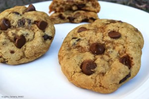 Healthy Chocolate Chip Cookies are soft, chewy and buttery chocolate chip cookies that are gluten free, dairy free and vegan! #healthycookies #chocolatechipcookies #glutenfreecookies #dairyfreecookies #healthychocolatechipcookies #cookierecipe