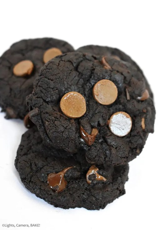 Brownie Cookies are rich and fudgy brownie cookies packed full of chocolate chips. These can be made gluten free and vegan! #browniecookies #fudgybrowniecookies #vegancookeis #glutenfreebrownies #glutenfree