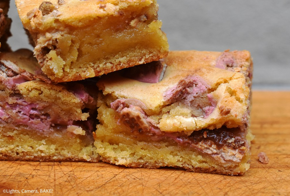 Ruby KitKat Blondies are ooey gooey white chocolate blondies filled with the new Ruby KitKats for the contrast in sweet, berry and bitter chocolate flavours. #shitechocolatebrownies #rubykitkats #rubykitkatblondies #whitechocolateblondies #rubychocolate