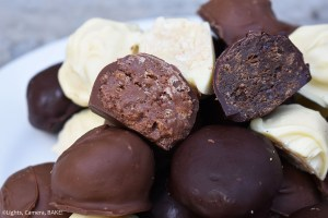 Tim Tam Truffles: Three ingredient, no bake, sweet and delicious treat that look and taste so decadent that everybody will be surprised at how easy they are to make. #timtamtruffles #timtams #trufflerecipe #timtamtrufflesrecipe