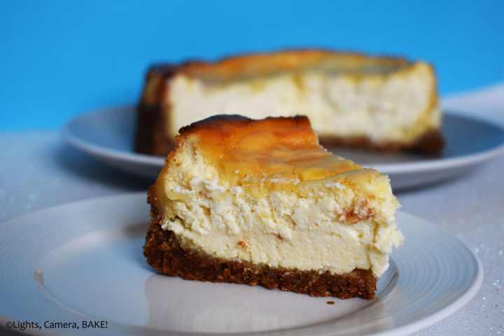 Slice of lemon cheesecake on a blue background.
