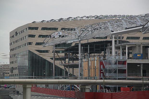 Lyon Confluence, en construction, Pôle de Loisirs et de Commerces - Architecte : Jean-Paul Viguier - Hôtel Région Rhône-Alpes - Architecte : Christian de Portzamparc - Photo : Vincent Laganier