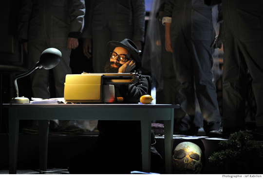 Hydrogen Juke-Box de Glass - Angers Nantes Opéra Mise en scène : Joël Jouanneau - Décor : Jacques Gabel Création lumière : Franck Thévenon - Photo : Jef Rabillon