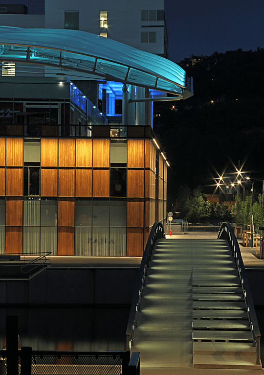 Pôle Confluence, Lyon, France - Architecte : Jean Paul Viguier - Conception lumière : Alexis Coussement, Charles Vicarini - Photo : Vincent Laganier