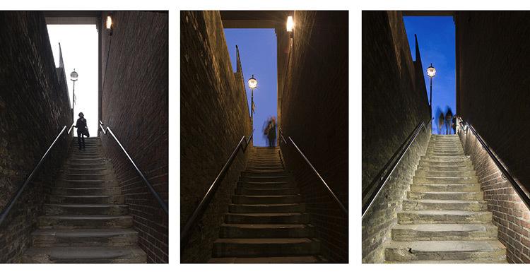 Sensibilisation pour la conception lumière ! Avant et après… Photo : James Newton - Essex Street Steps - DW Windsor