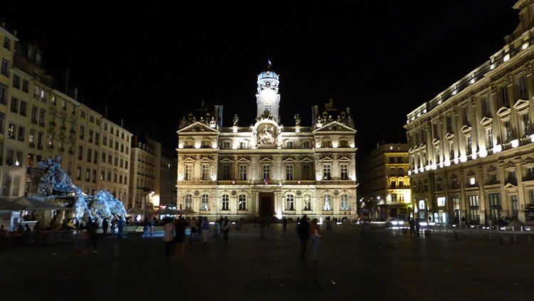 Place des Terreaux, Lyon, France - Conception lumiere Laurent Fachard - Photo Vincent Laganier