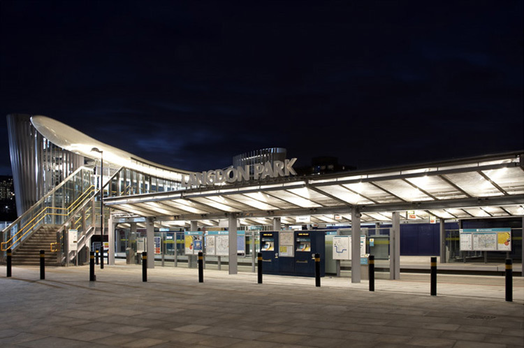 Langdon Park Docklands Light Railway Station - Conception lumière : Light Bureau - Photo : Julian Abrams