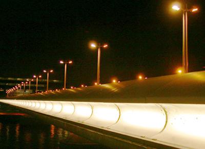 Pont Charles De Gaulle, Paris - Architectes : Louis Arretche, Roman Karasinski - Concepteur lumière : Louis Clair, Light Cibles - Photo : Vincent Laganier