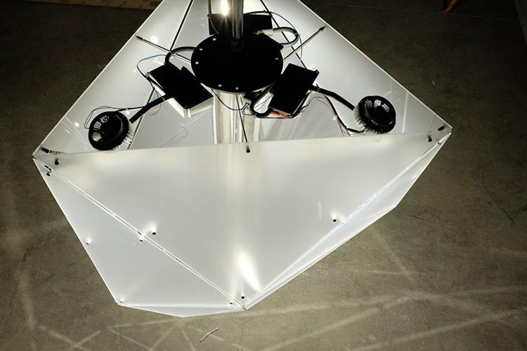 Technique d'éclairage du lustre polyèdre - Théâtre Novarina, Thonon-les-Bains, France © C3 Cube, Gaspard Lautrey