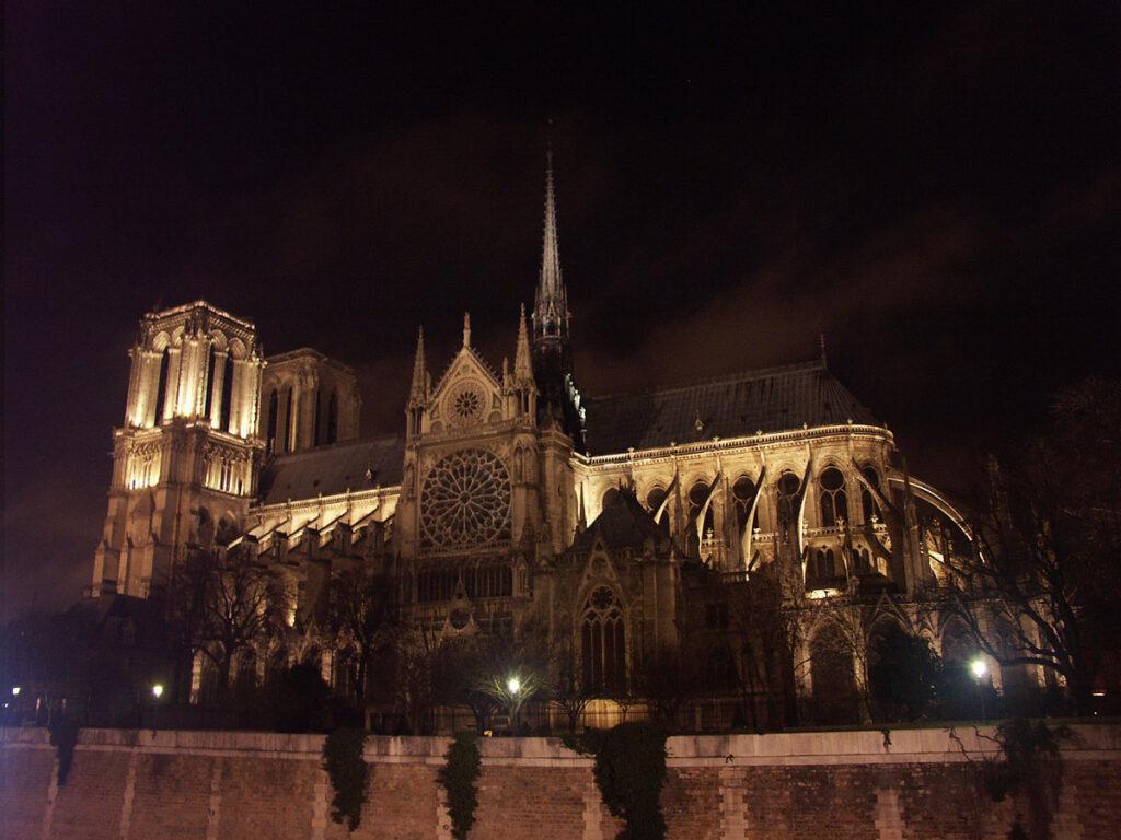 Mise en lumière de Notre Dame de Paris, France - Conception lumière Roger Narboni, Concepto et Louis Clair, Light Cibles - Copyright Concepto