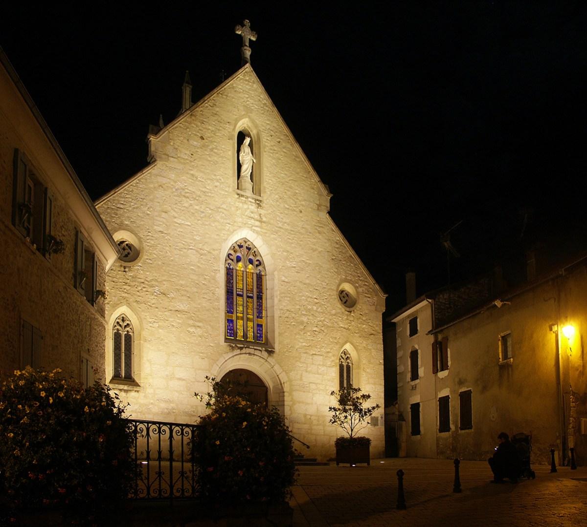 Centre historique de Morestel - Conception lumière : l'Acte Lumière - Photo : Jean-Yves Soëtinck