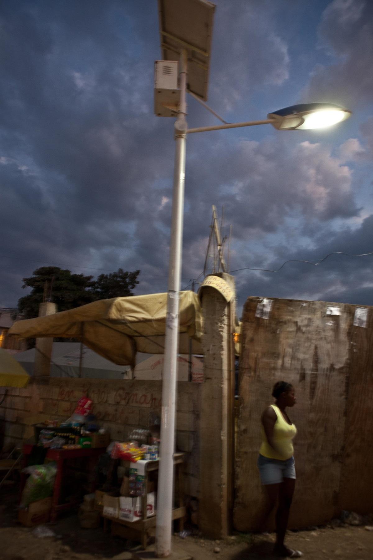 Camp de réfugiés en Haïti - 2011 - Photo : Électriciens sans frontières