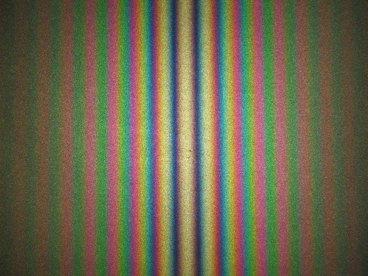 Figure d'interférence obtenue avec un interféromètre de Michelson en configuration coin d'air éclairé par une lampe blanche © Alain Le Rille