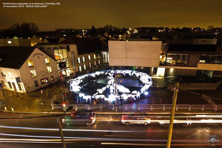 Peace & Light de Konte Rast à Viroflay pour l'exposition Lumières à la galerie de l'Ecu de France © Konte Rast