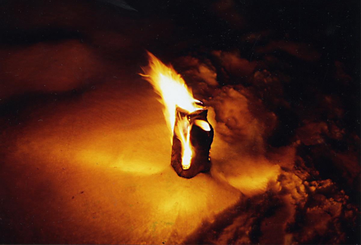 Feu de bois en Laponie finlandaise, 1992 © Anne Bureau