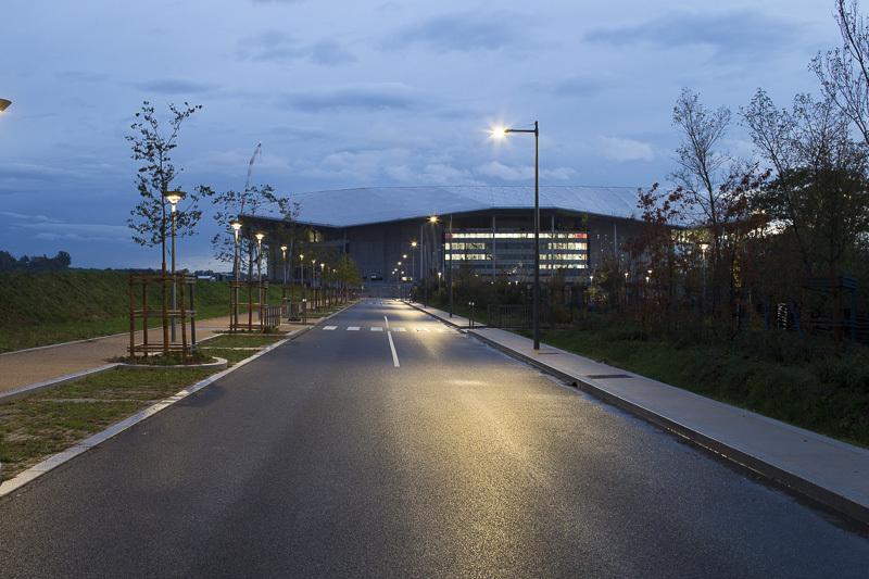 Grand Stade, Décines - Voie routière sur l'Accès Nord - Conception lumière : LEA - Image @Xavier Boymond