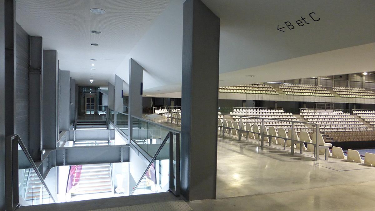 Arrivée du public au niveau 1 - Salle sportive métropolitaine de Nantes Métropole, Rezé, France - Architectes Chaix & Morel et Associés - Photo Vincent Laganier
