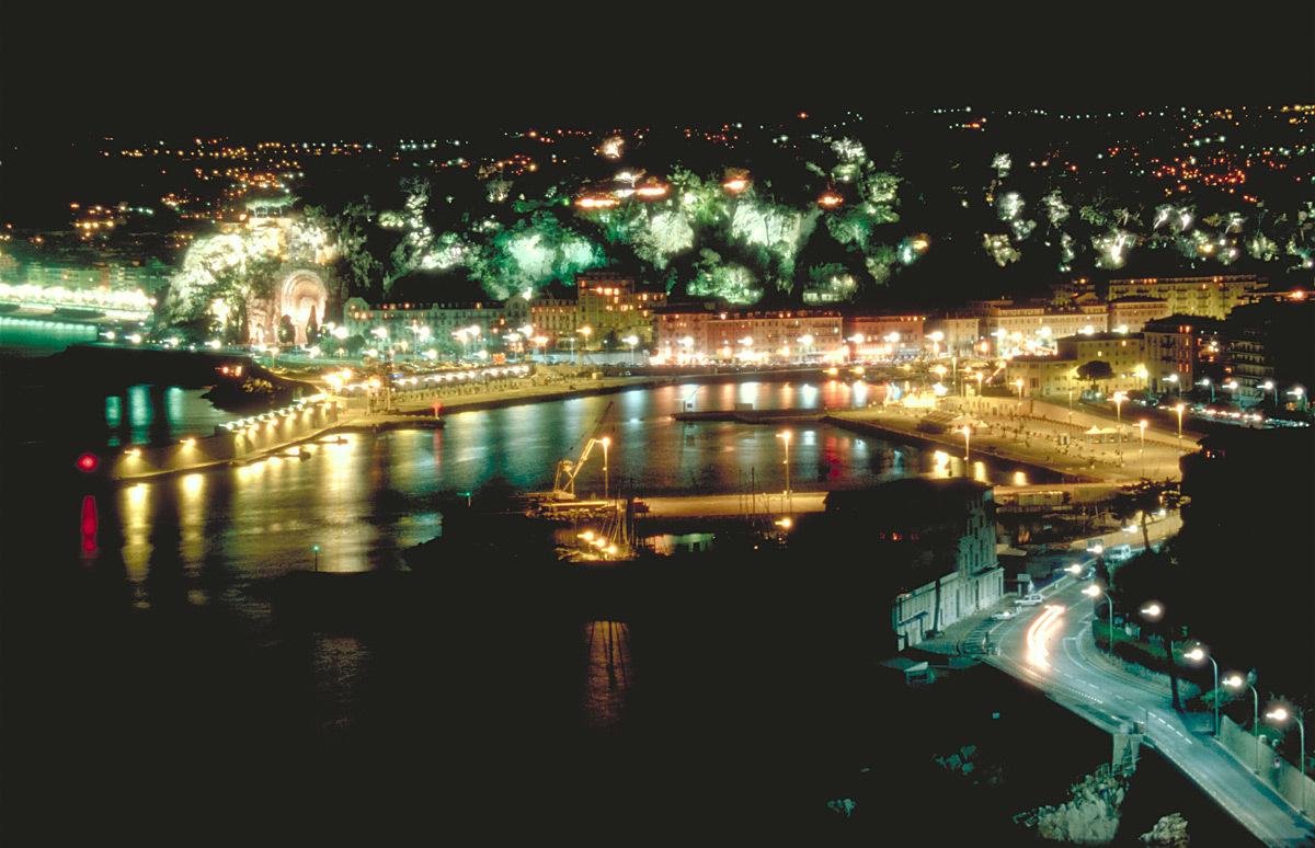 Matériels d'éclairage public et paysager sur le port de Nice