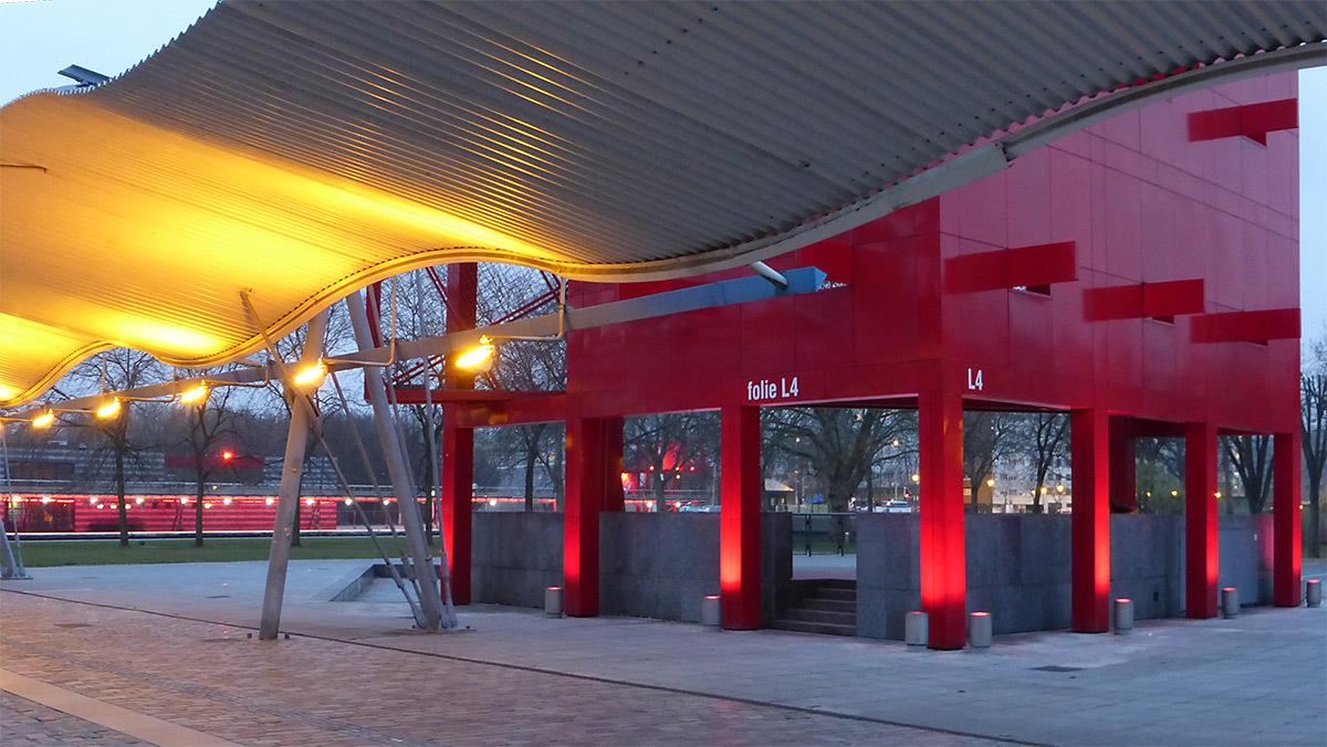 Folie et Galerie de la Villette, Parc de La Villette, Paris, France - Architectes : Bernard Tschumi - Concepteur lumière : Maurice Brill, MBLD - Photo : Vincent Laganier