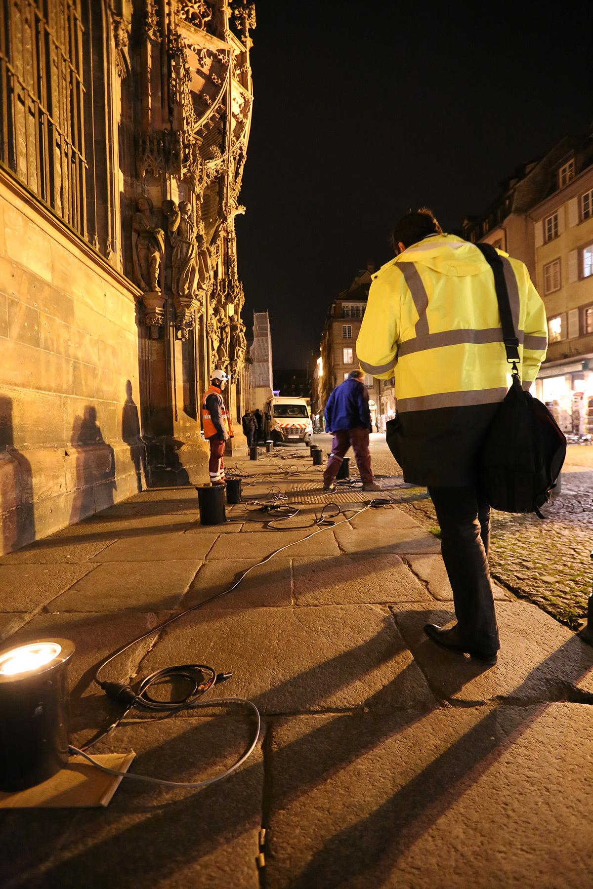 Equipe Citeos et Jean-Yves Soëtinck - Cathédrale de Strasbourg, France - test et essai d'éclairage avec L'Acte Lumière - 10 février 2016 - Photo : Vincent Laganier