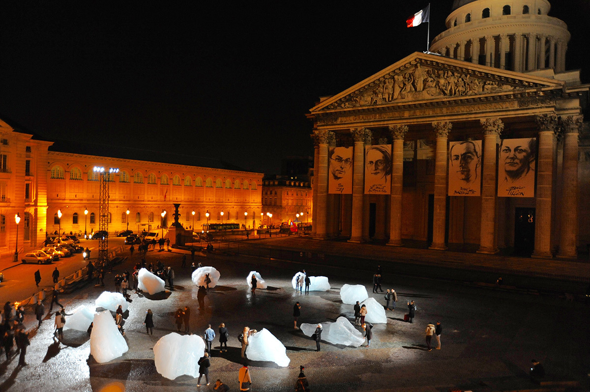 Olafur Elliasson, Ice Watch, 2015 - Place du Panthéon, Paris - COP21 © Artists 4 Paris Climate 2015