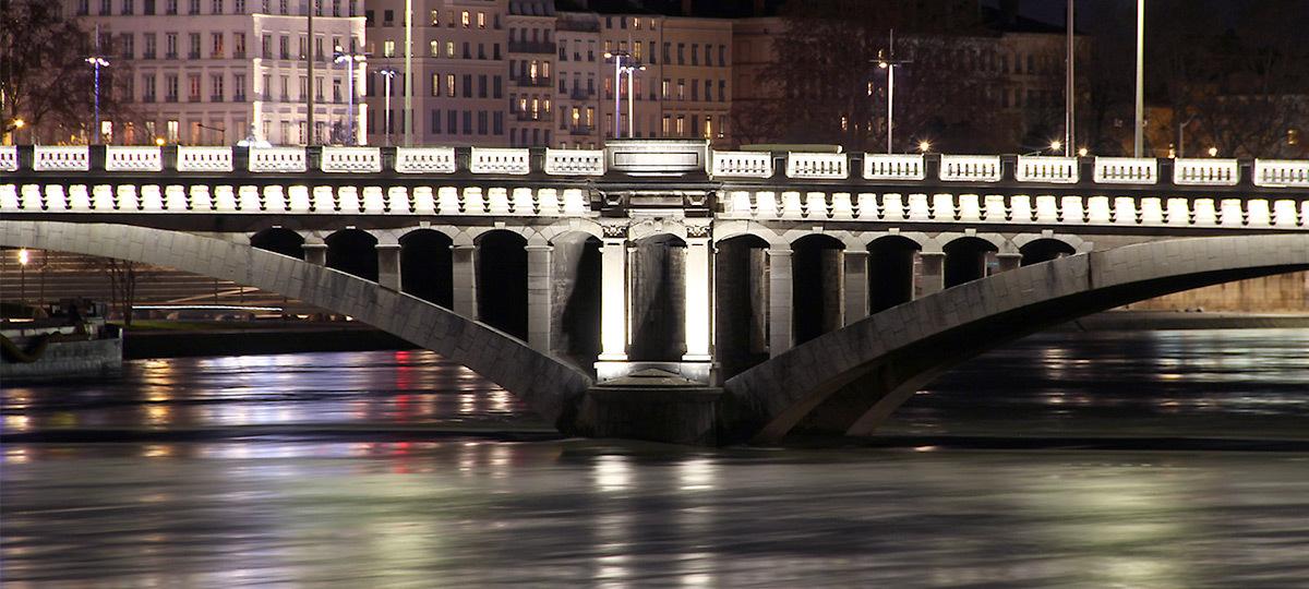 Pont Wilson, Lyon, France - Concepteur lumière : LEA - Prix ACE 2016 © Vincent Laganier