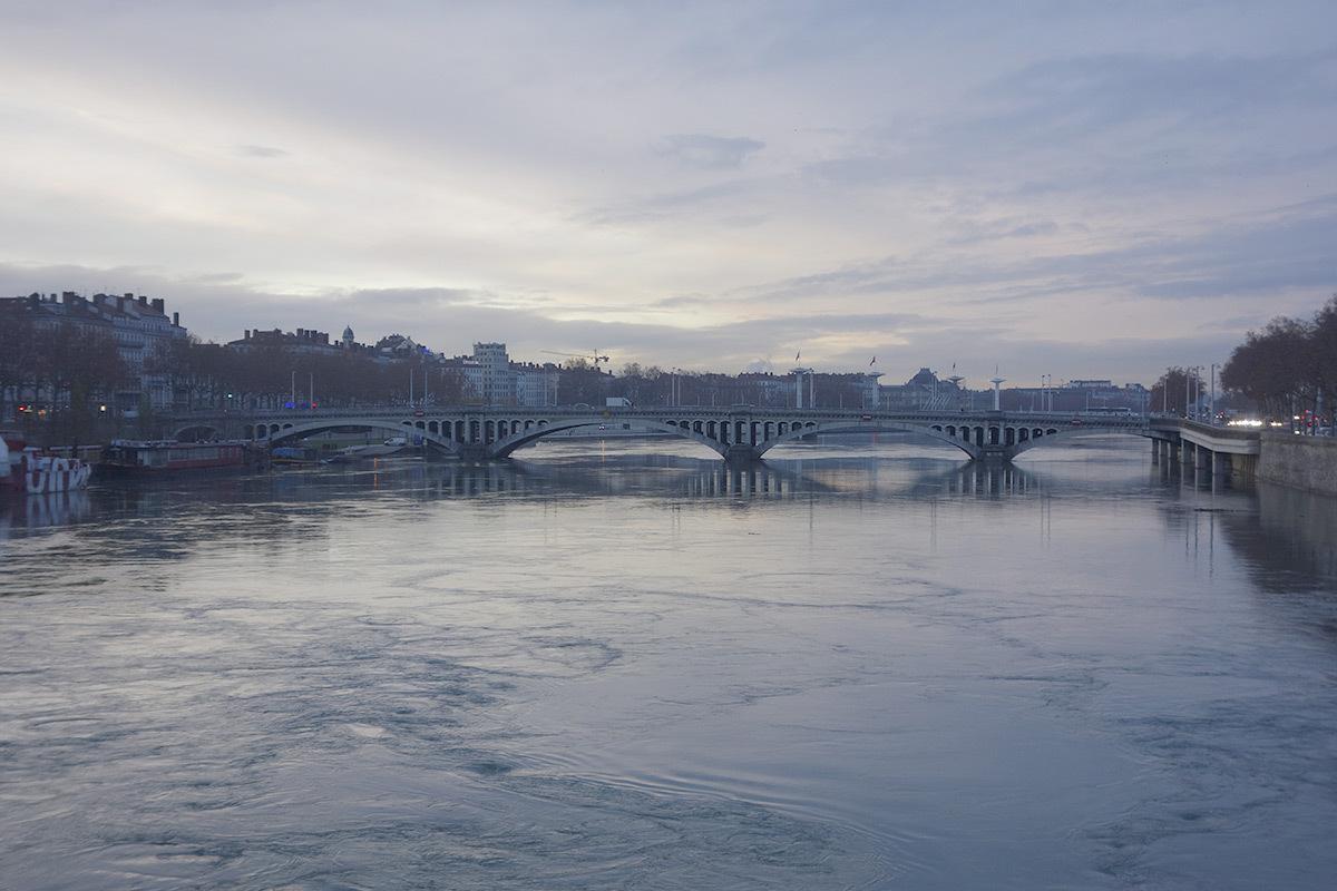 Pont Wilson, Lyon, France -vue de jour, ciel couvert © LEA
