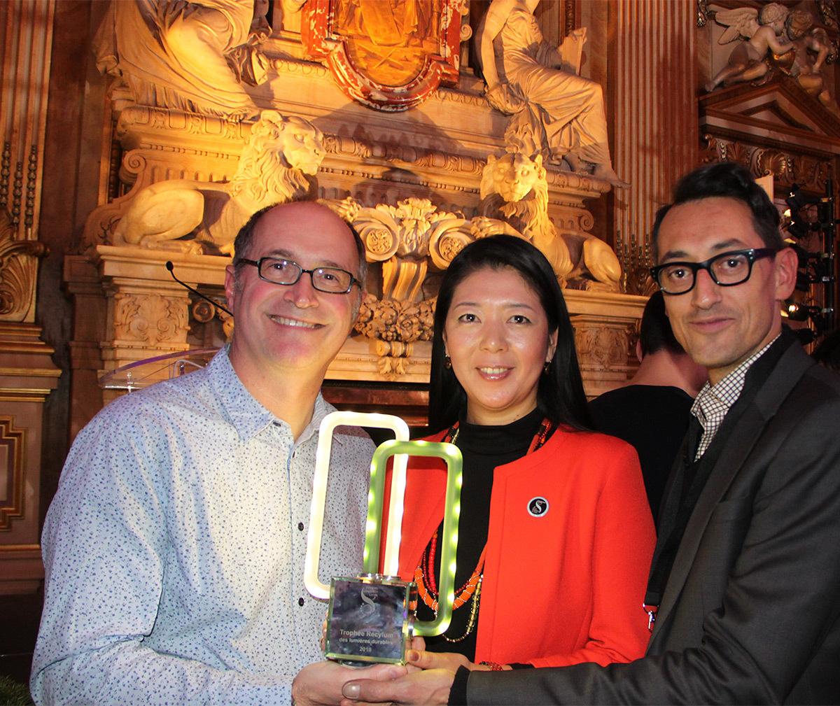 Eric Michel, Akari-Lisa Ishii et Sébastien Buthion du CNRS, Trophée Recylum 2016 - Fête des lumières 2016, Lyon, France - Photo : Vincent Laganier