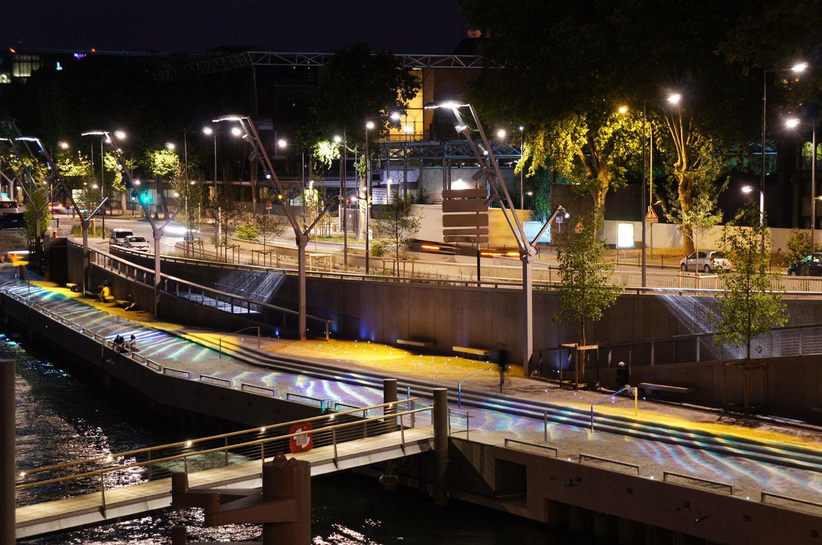 Mise en lumière de l'escale à passagers, port Victor, Paris